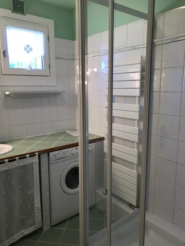 Caribou-B4-bis-salle-de-bain-location-appartement-chalet-Les-Gets