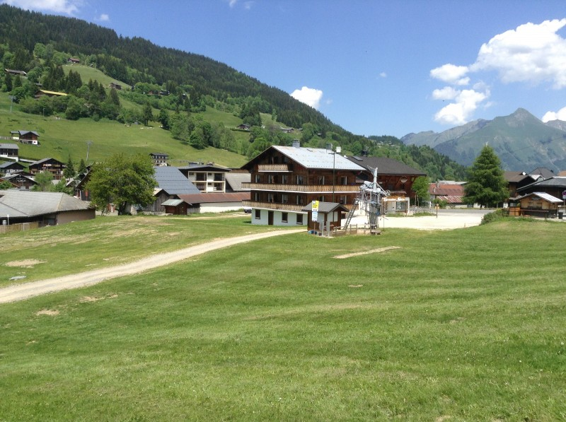 Carry-1-exterieur-ete-location-appartement-chalet-Les-Gets