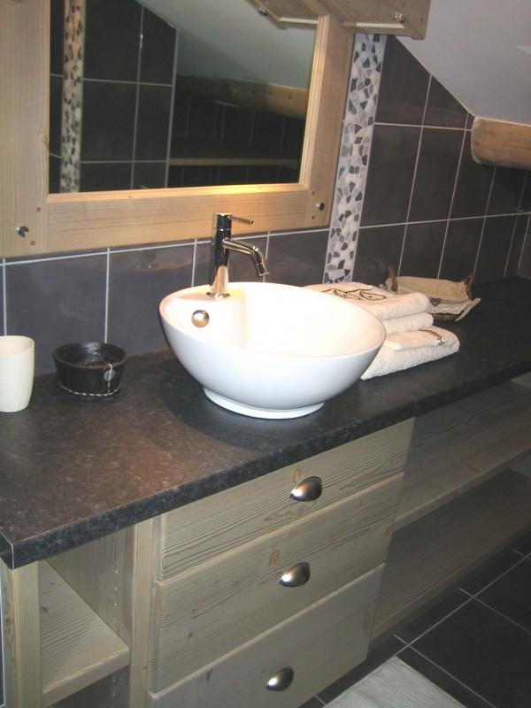 Carry-6-salle-de-bain-location-appartement-chalet-Les-Gets