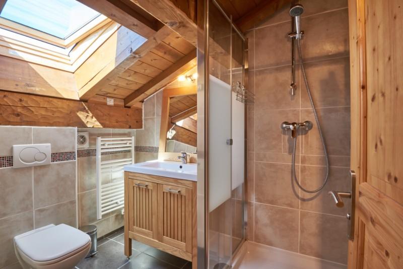 Chalet-Adventure-salle-de-bain-location-appartement-chalet-Les-Gets