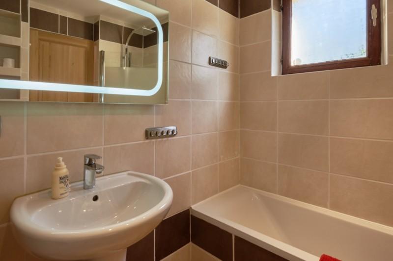Chalet-Adventure-salle-de-bain2-location-appartement-chalet-Les-Gets