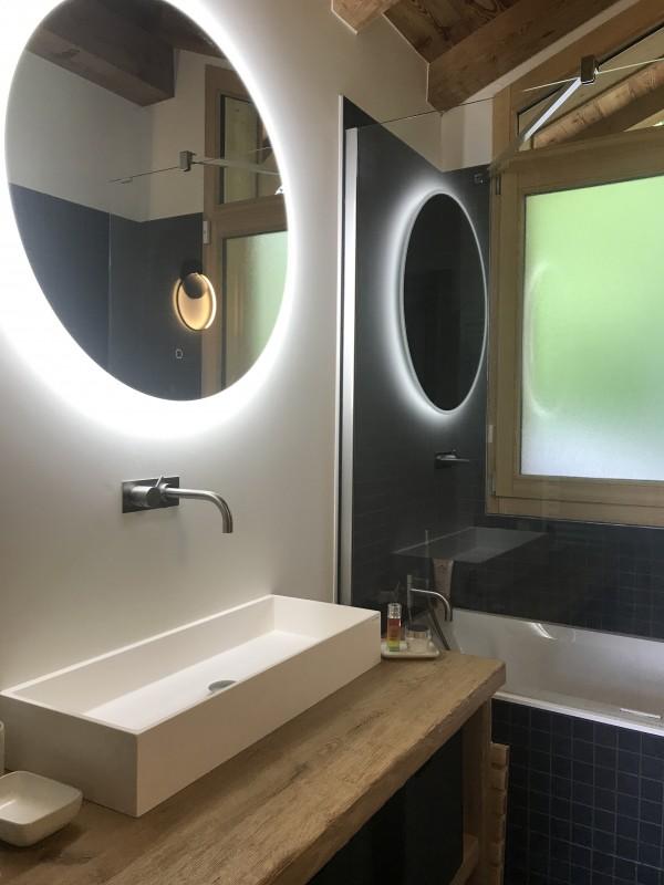 Chalet-Aramis-baignoire-salle-de-bain-location-appartement-chalet-Les-Gets