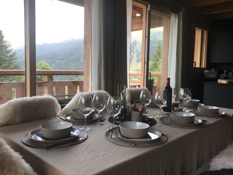 Chalet-Aramis-table-repas-location-appartement-chalet-Les-Gets