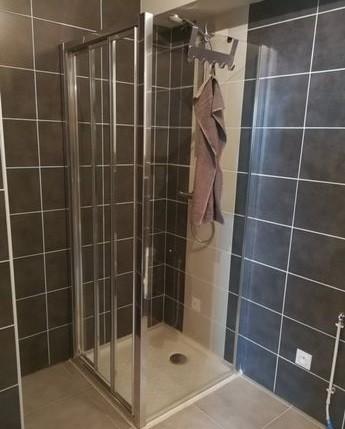 Chalet-des-Perrieres-douche-sdb-location-appartement-chalet-Les-Gets