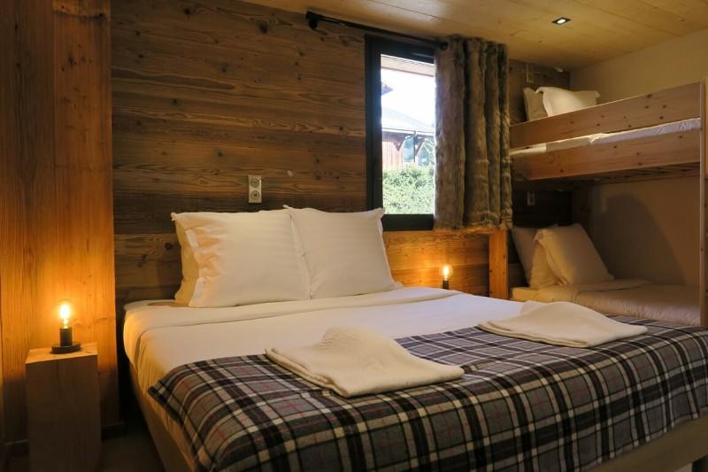Chalet-du-Coin-chambre-lit-double2-location-appartement-chalet-Les-Gets
