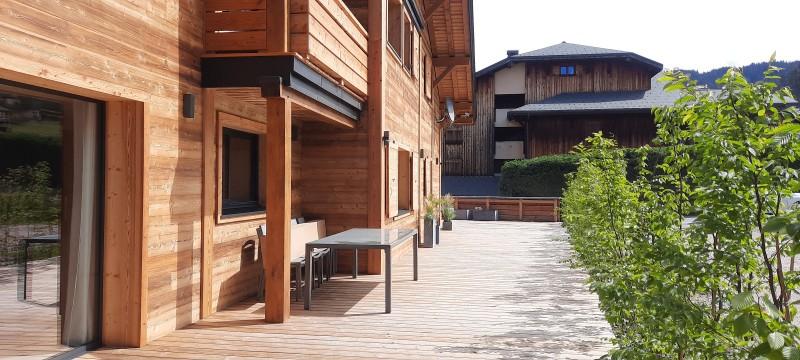 Chalet-du-Coin-exterieur-ete-location-appartement-chalet-Les-Gets