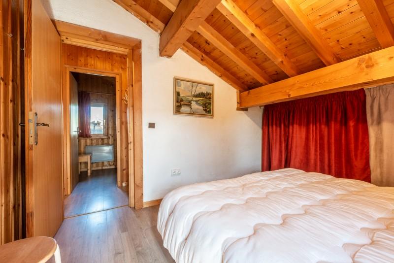 Chalet-La-Taniere-chambre-double-sous-toit2-location-appartement-chalet-Les-Gets