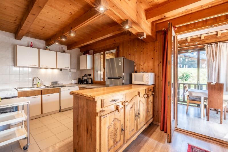 Chalet-La-Taniere-cuisine1-location-appartement-chalet-Les-Gets