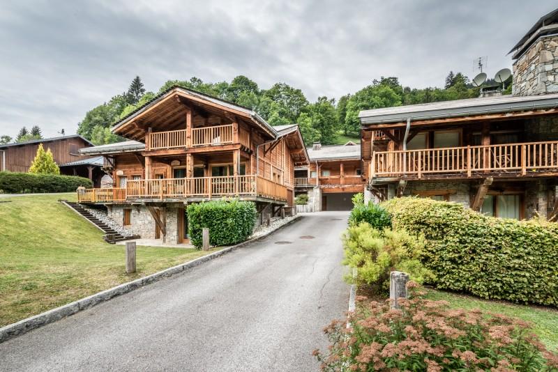 Chalet-Rose-exterieur-ete-location-appartement-chalet-Les-Gets