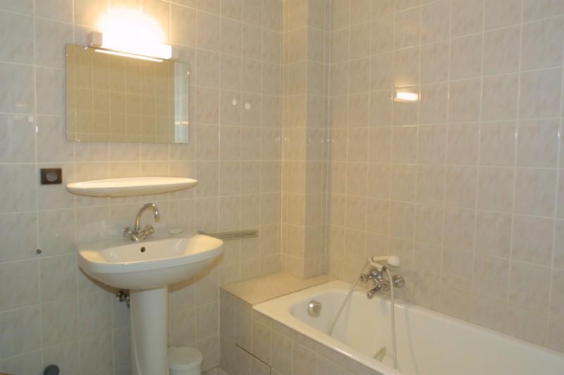 Chamioret-3-Liseron-salle-de-bain-location-appartement-chalet-Les-Gets