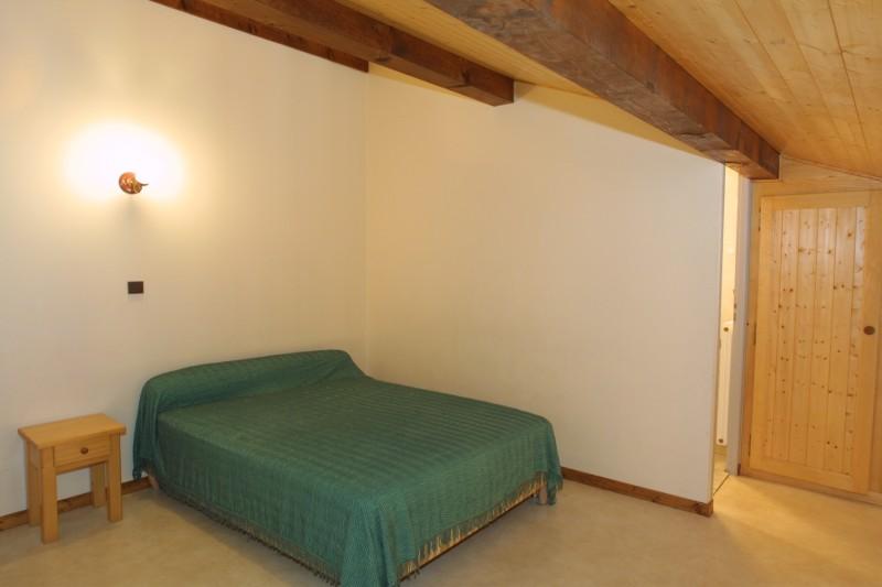 Chamioret-4-Bleuets-chambre-lit-double-location-appartement-chalet-Les-Gets