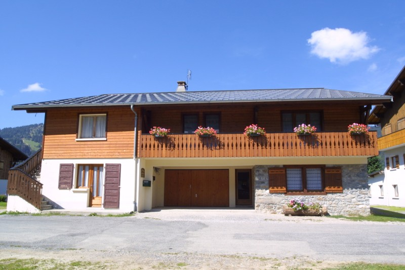 Chamioret-4-Bleuets-exterieur-ete1-location-appartement-chalet-Les-Gets