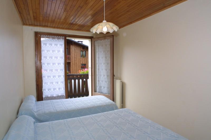 Chamioret-6-Violette-chambre-lits-doubles-location-appartement-chalet-Les-Gets