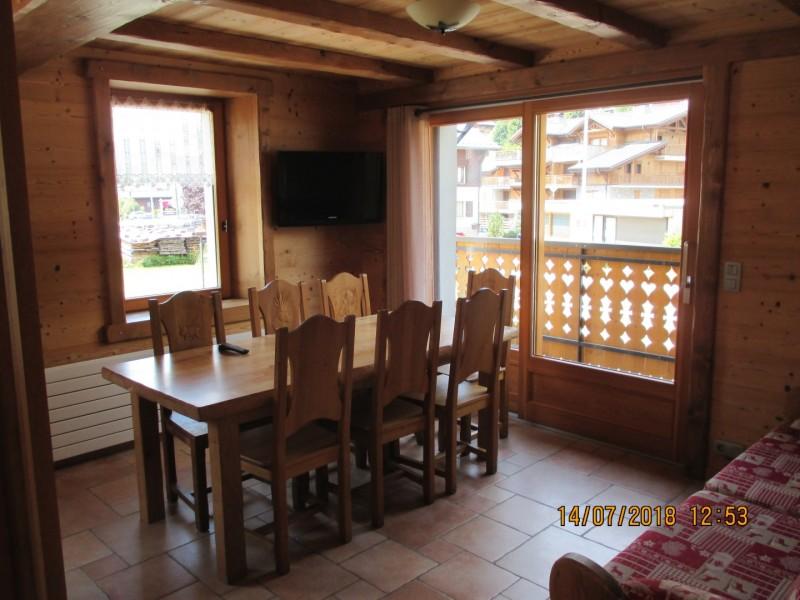 Chapuis-table-a-manger-location-appartement-chalet-Les-Gets