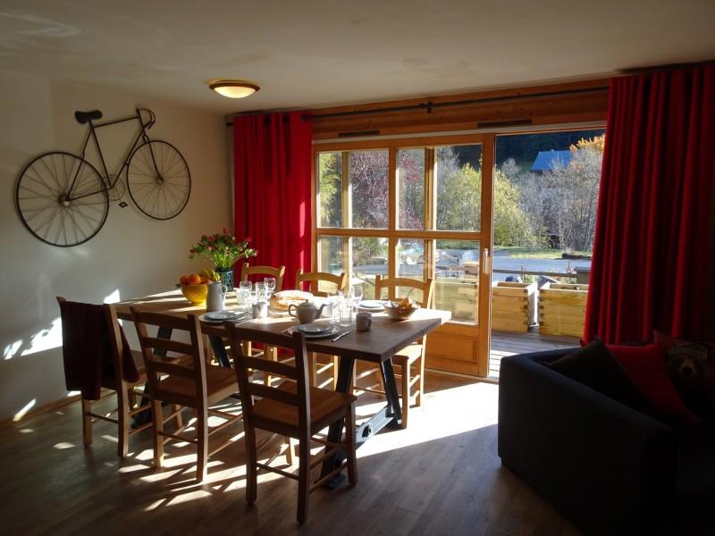 Chaumiere-2-4pieces-6personnes-salle-a-manger-location-appartement-chalet-Les-Gets