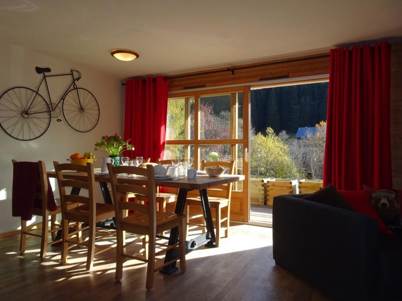 Chaumiere-2-4pieces-6personnes-salle-a-manger2-location-appartement-chalet-Les-Gets