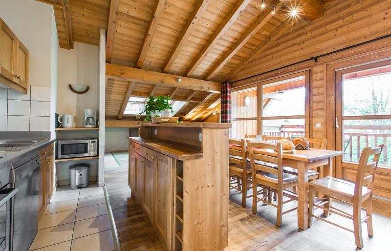 Chaumiere-5-5pieces-8personnes-cuisine2-location-appartement-chalet-Les-Gets