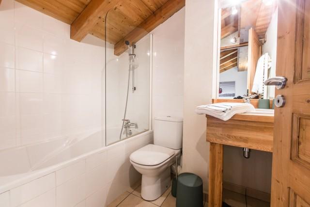 Chaumiere-5-5pieces-8personnes-salle-de-bain2-location-appartement-chalet-Les-Gets