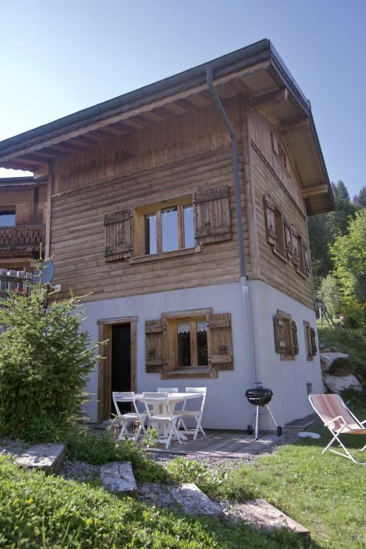 Chez-Rose-exterieur-ete-jardin-location-appartement-chalet-Les-Gets