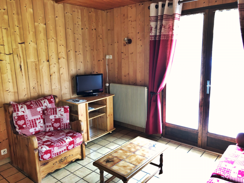 Clos-1-salon1-location-appartement-chalet-Les-Gets