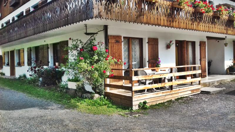 Clos-1-terrasse-location-appartement-chalet-Les-Gets