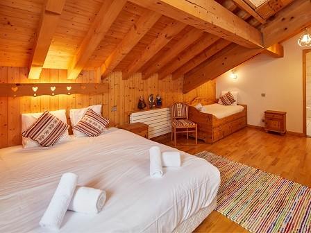 Cognee-chambre-lit-double-ensuite-location-appartement-chalet-Les-Gets