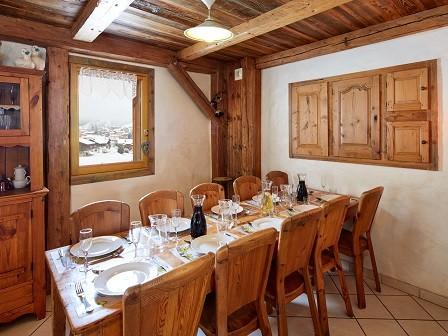 Cognee-salle-a-manger-location-appartement-chalet-Les-Gets