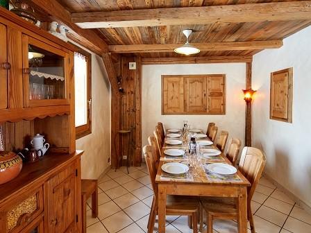 Cognee-salle-a-manger1-location-appartement-chalet-Les-Gets