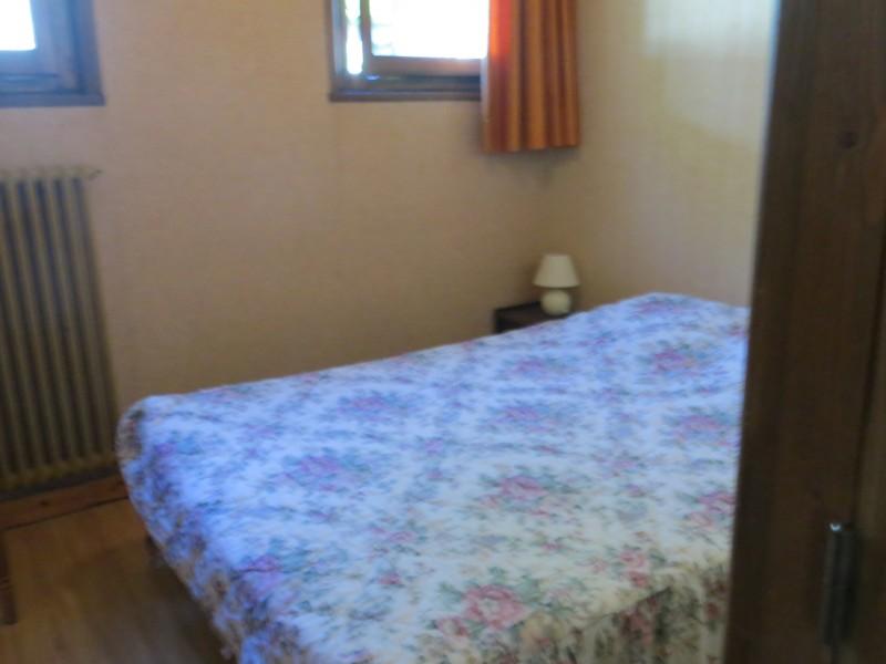 Corzolet-4-Bleuet-chambre-lit-double-location-appartement-chalet-Les-Gets