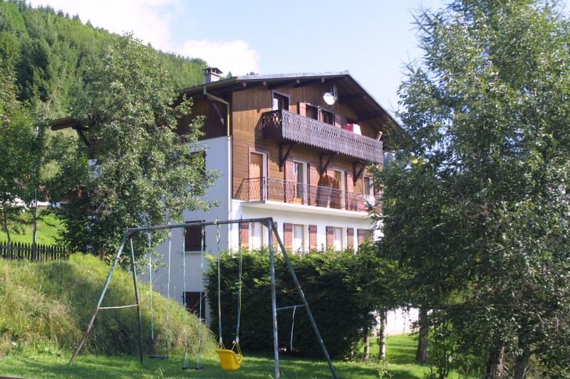 Corzolet-4-Bleuet-exterieur-ete-jardin-location-appartement-chalet-Les-Gets