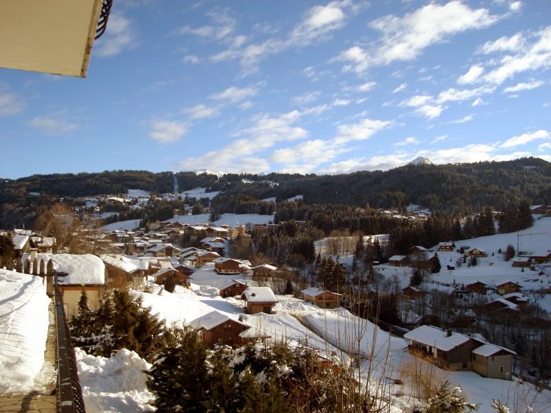 Corzolet-4-Bleuet-vue-balcon-location-appartement-chalet-Les-Gets