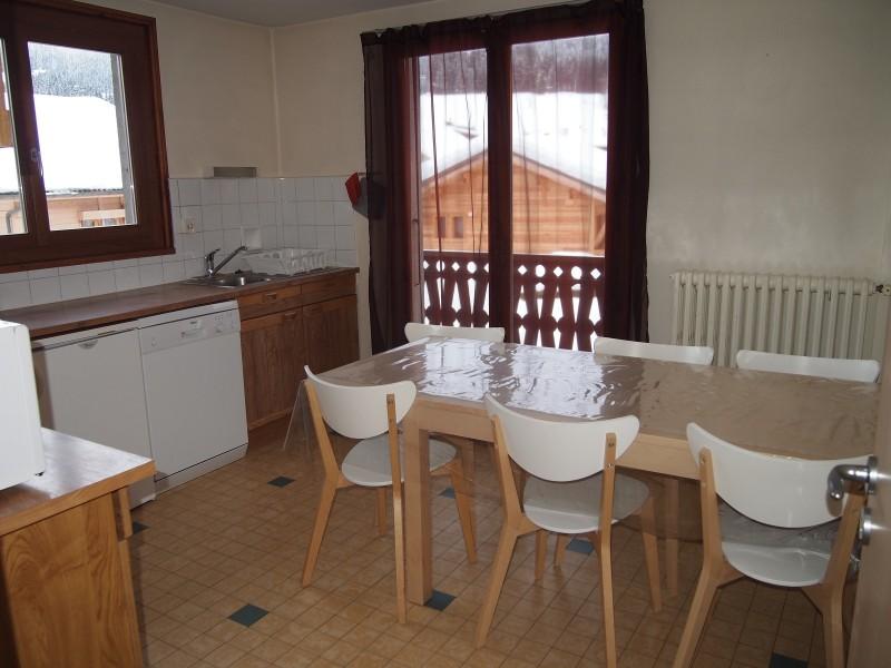 Croisette-2-cuisine-table-repas-location-appartement-chalet-Les-Gets