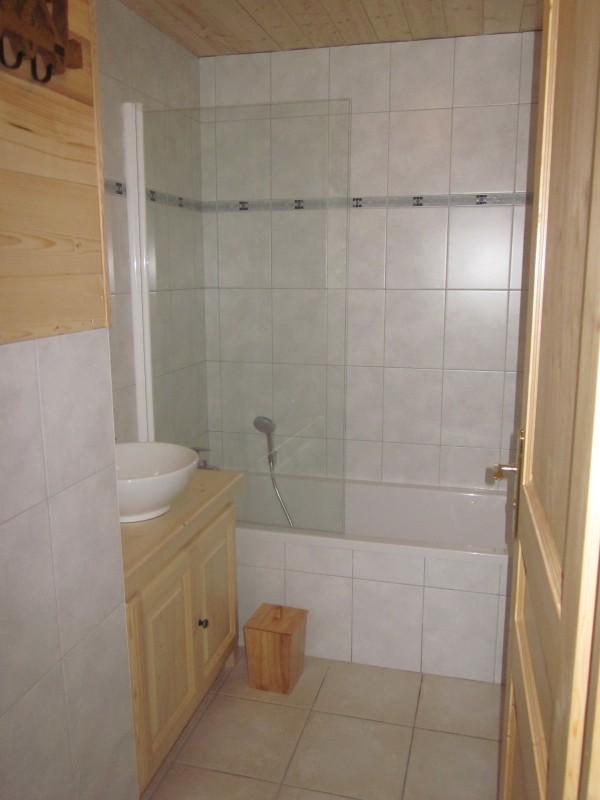 Daguet-1-salle-de-bain-location-appartement-chalet-Les-Gets