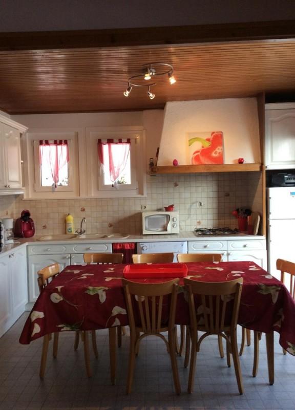 Eau-Vive-3-cuisine-location-appartement-chalet-Les-Gets