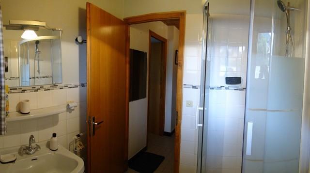Eau-Vive-5-salle-de-bain-location-appartement-chalet-Les-Gets