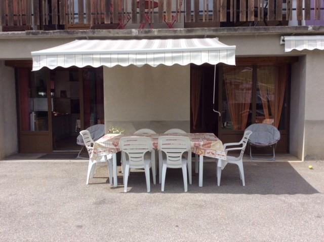 Eau-Vive-8-terrasse-ete-location-appartement-chalet-Les-Gets