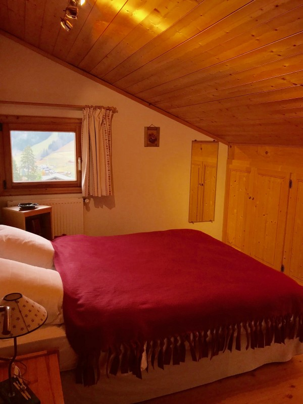 Etoile-des-Neiges-chambre1-lit-double-location-appartement-chalet-Les-Gets