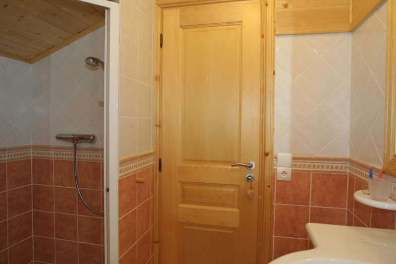 Etoile-des-Neiges-salle-de-bain-location-appartement-chalet-Les-Gets