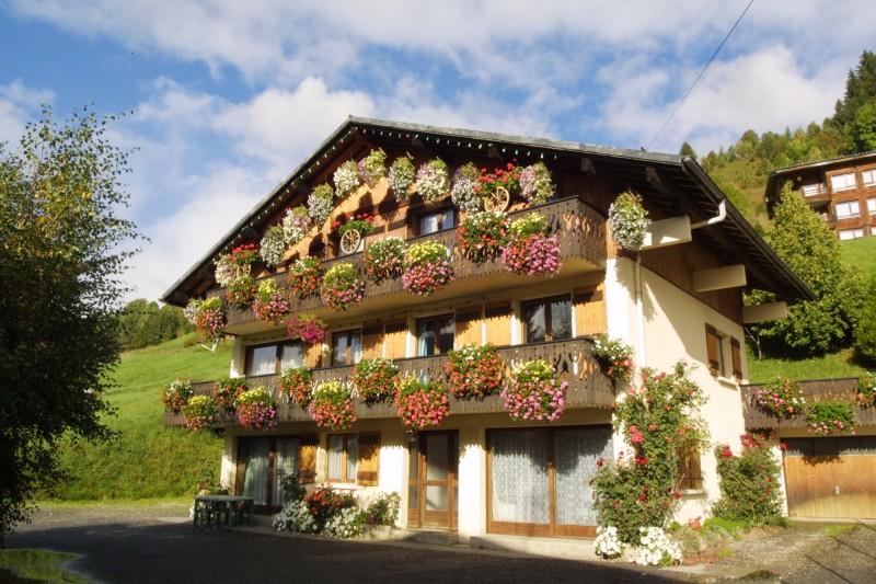 Fauvettes-2-Mont-Caly-exterieur-ete-location-appartement-chalet-Les-Gets