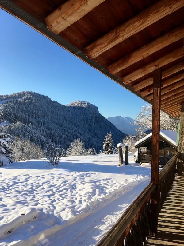 Ferme-du-Crinaz-balcon-hiver-location-appartement-chalet-Les-Gets