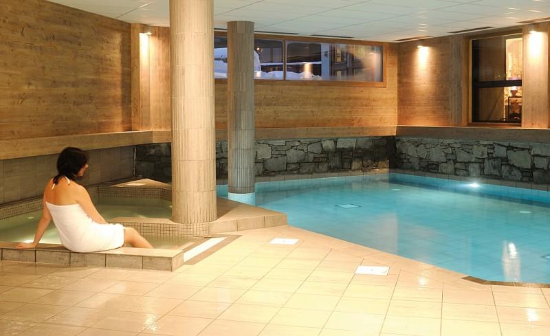 Fermes-d-Emiguy-3-pieces-6-personnes-piscine-interieure-location-appartement-chalet-Les-Gets