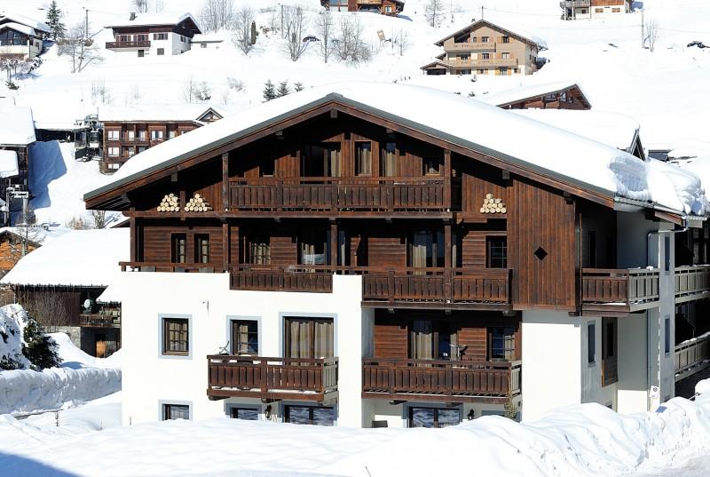 Fermes-d-Emiguy-3-pieces-alcove-8-personnes-exterieur-hiver2-location-appartement-chalet-Les-Gets