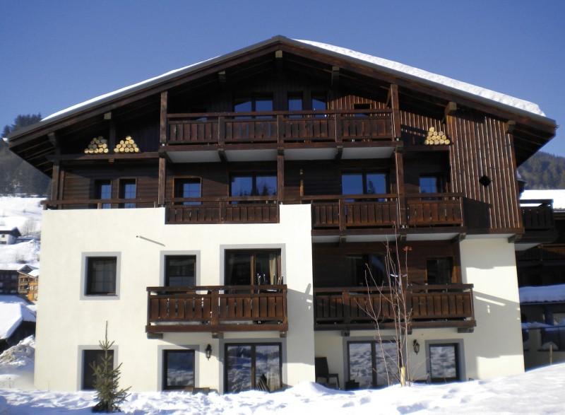 Fermes-d-Emiguy-3-pieces-alcove-8-personnes-exterieur-hiver3-location-appartement-chalet-Les-Gets
