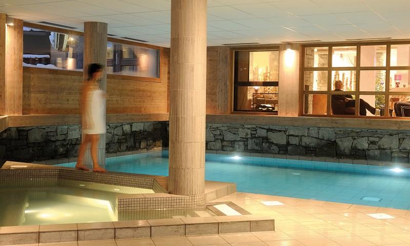 Fermes-d-Emiguy-3-pieces-alcove-8-personnes-piscine-interieure-location-appartement-chalet-Les-Gets