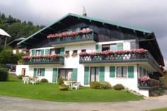 Fleur-des-Alpes-1-Arnica-exterieur-ete3-location-appartement-chalet-Les-Gets