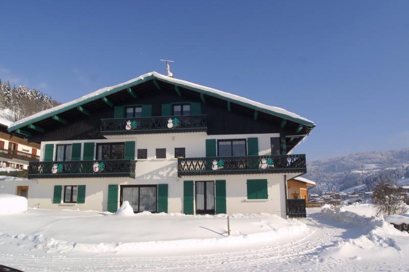 Fleur-des-Alpes-1-Arnica-exterieur-hiver1-location-appartement-chalet-Les-Gets