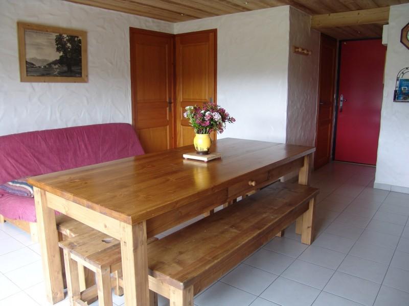 Fleur-des-Alpes-2-Ancolie-coin-repas-location-appartement-chalet-Les-Gets