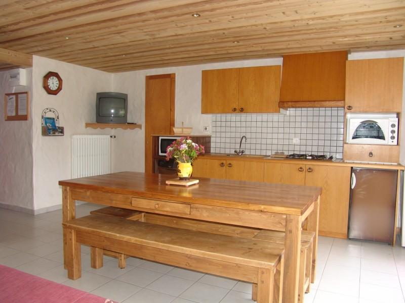 Fleur-des-Alpes-2-Ancolie-cuisine1-location-appartement-chalet-Les-Gets
