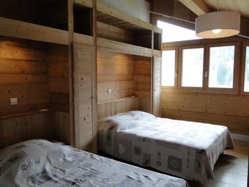 Fleur-des-Alpes-3-Rhododendron-chambre-lit-double2-location-appartement-chalet-Les-Gets