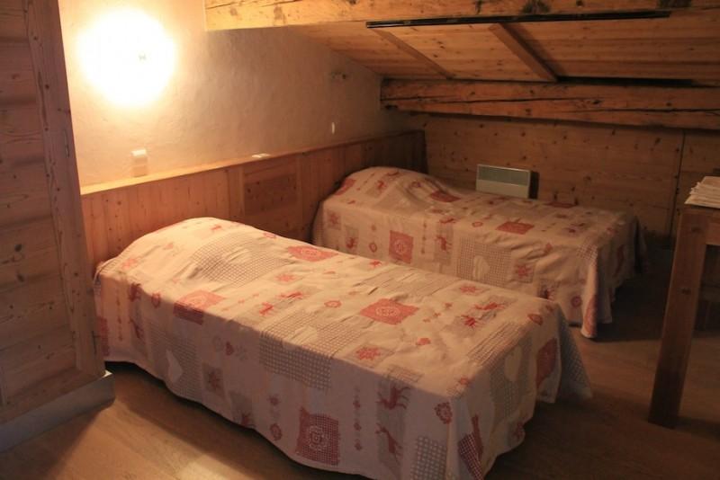 Fleur-des-Alpes-3-Rhododendron-chambre-lits-simples-location-appartement-chalet-Les-Gets